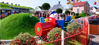 Review a trip to Peppa Pig World